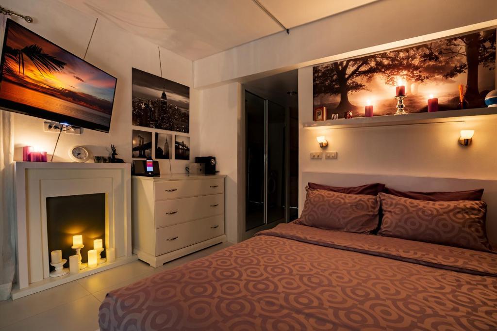 Ein Bett oder Betten in einem Zimmer der Unterkunft Club Replay Apartment