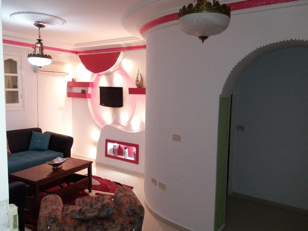 A television and/or entertainment center at Appartement Meublé