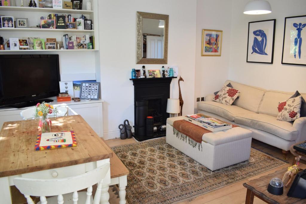 Astonishing 2 Bedroom Top Floor Apartment In Islington London Uk Ibusinesslaw Wood Chair Design Ideas Ibusinesslaworg