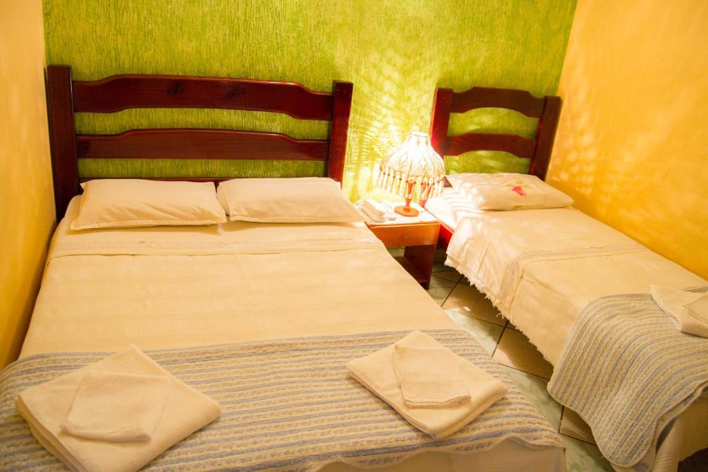 A bed or beds in a room at Hotel & Restaurante Guarania