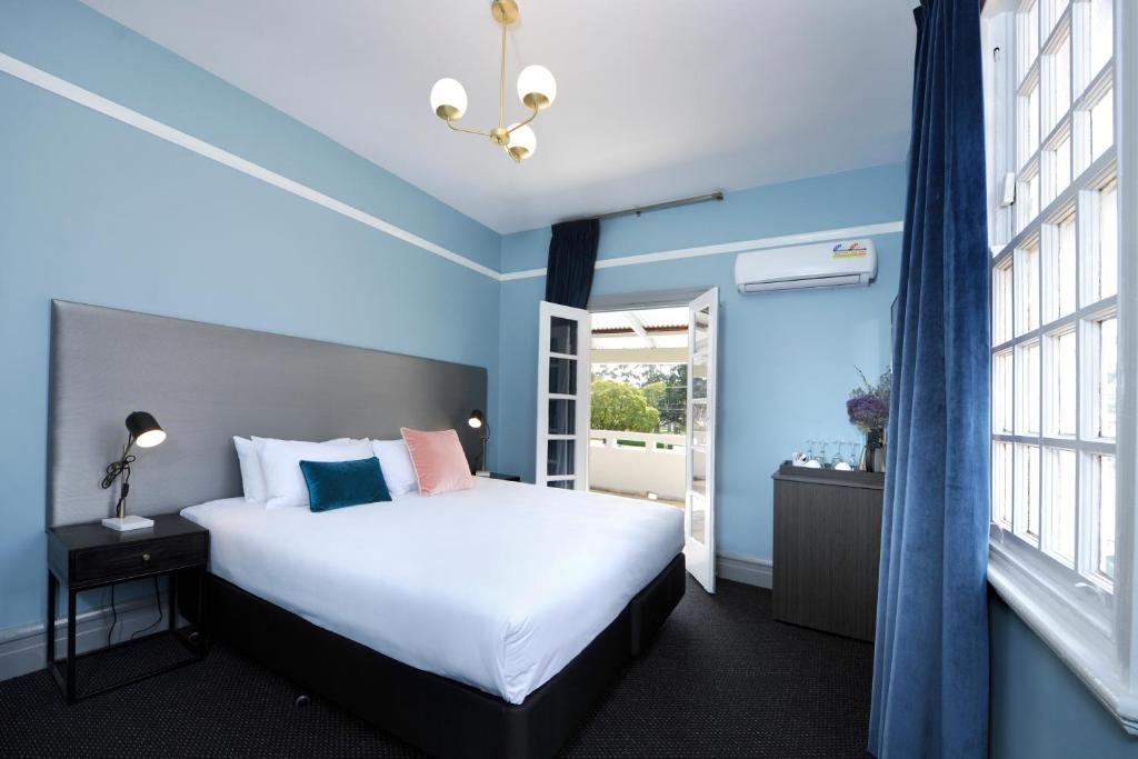 A bed or beds in a room at The Stirling Arms Hotel