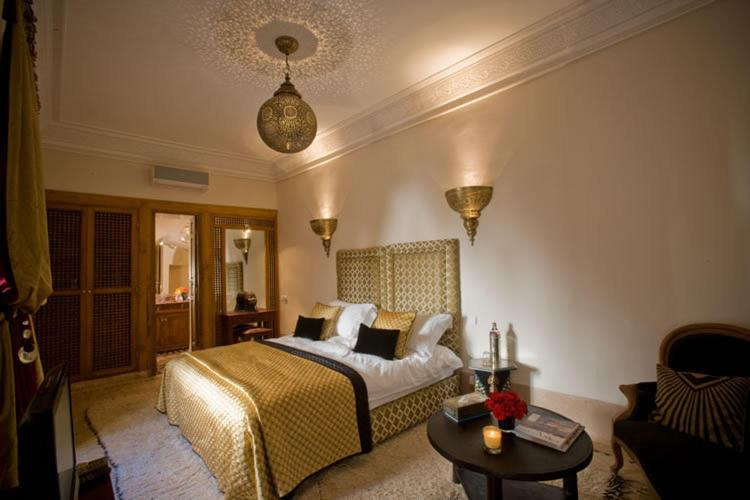 A bed or beds in a room at Riad Zamzam