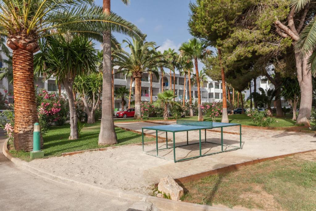 Een tuin van Aparthotel Pierre & Vacances Mallorca Cecilia