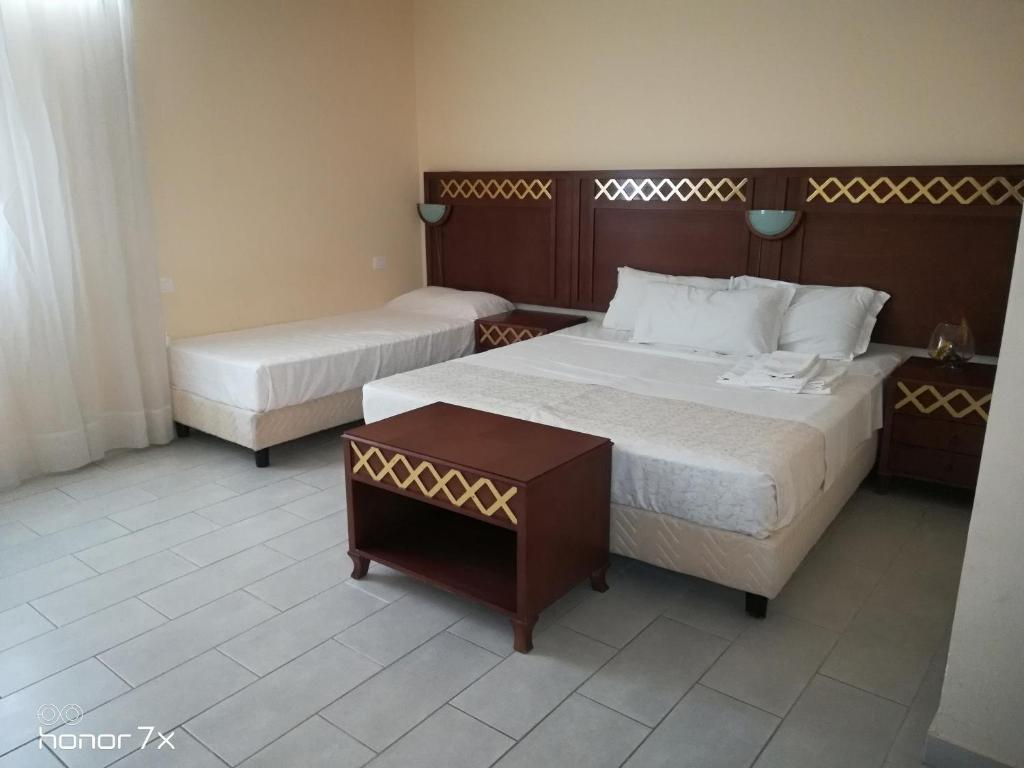 A bed or beds in a room at Hotel C'entro