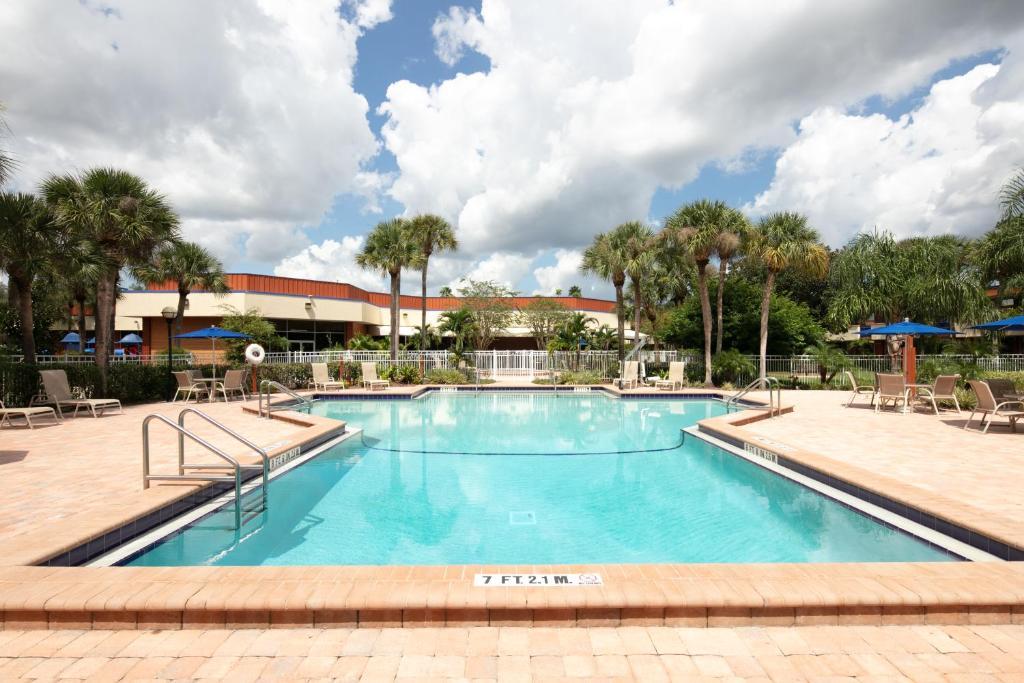 A piscina localizada em Red Lion Hotel Orlando Kissimmee Maingate ou nos arredores