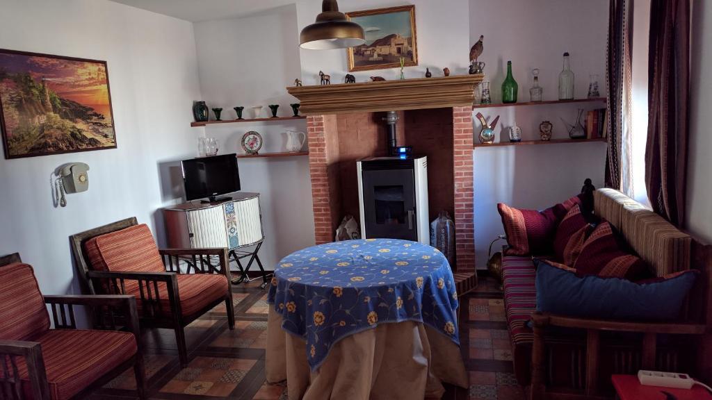 Een zitgedeelte bij Casa rústica de pueblo en Sierra de Alcaraz
