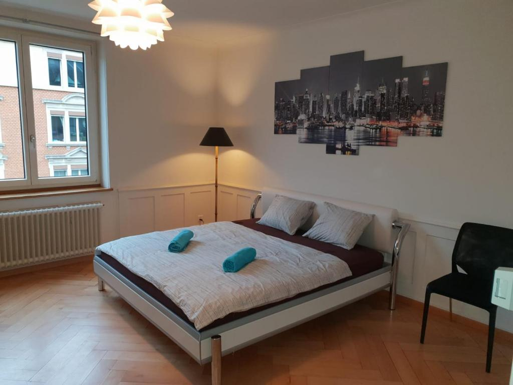 A bed or beds in a room at Homestay Zurich center