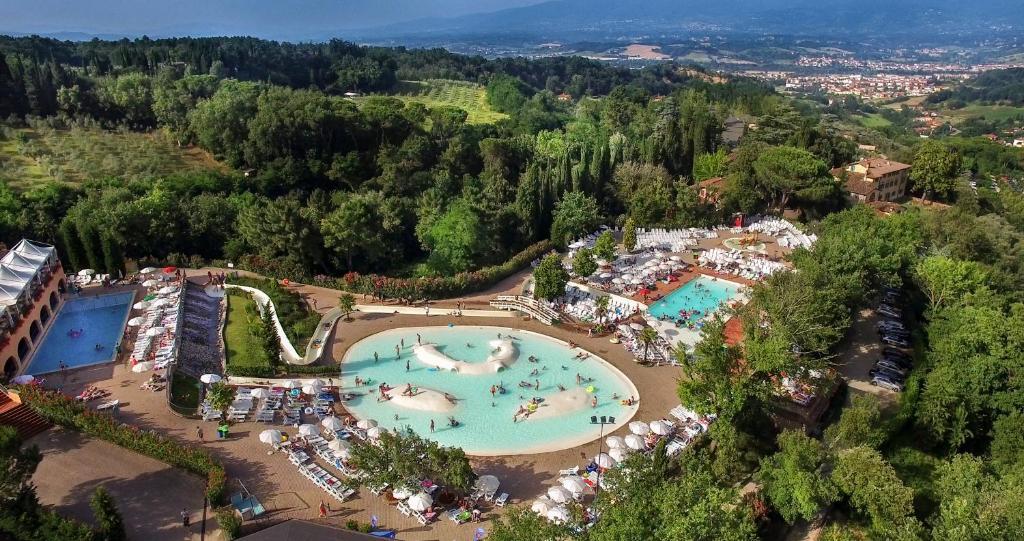 Een luchtfoto van Norcenni Girasole Village