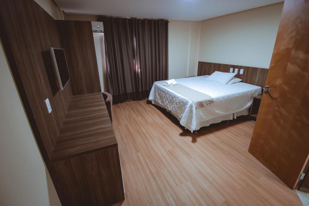 Cama ou camas em um quarto em Rota Hotéis Mineiros