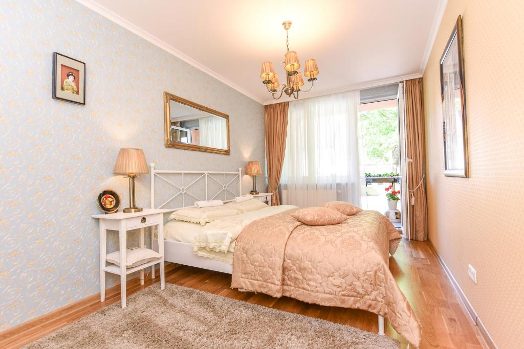 A bed or beds in a room at Apartments Trakai 55 in the Trakai city centre