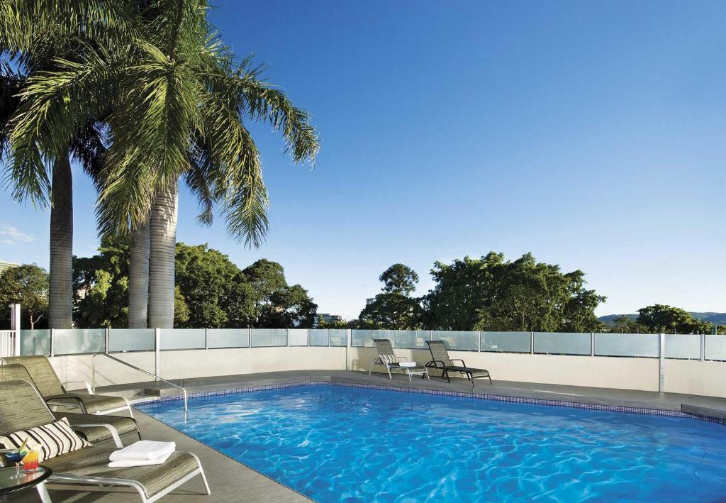 Der Swimmingpool an oder in der Nähe von The Park Hotel Brisbane