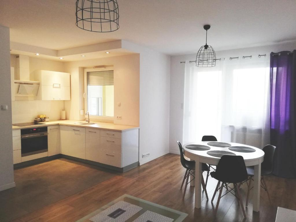 A kitchen or kitchenette at AmeSys Apartment