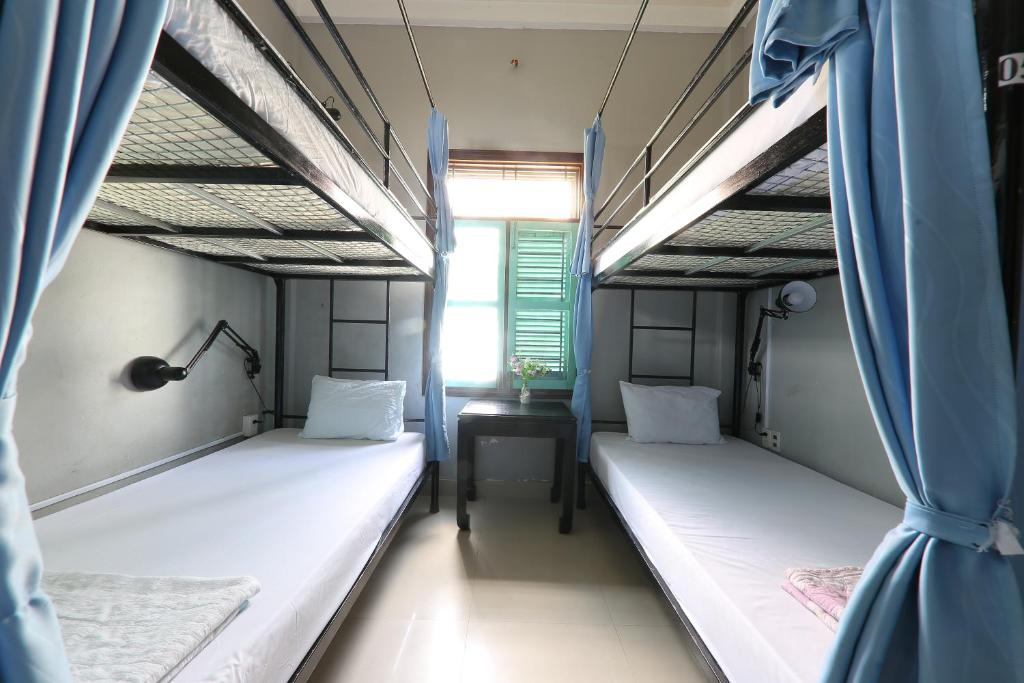 Giường Đơn trong Phòng Ngủ Tập Thể 4 Người