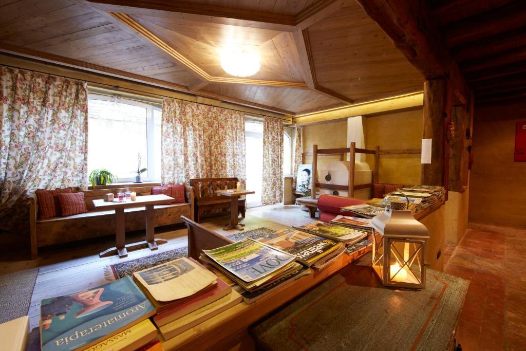 Ai Cadelach Hotel Giulia Revine Lago Italy Booking Com