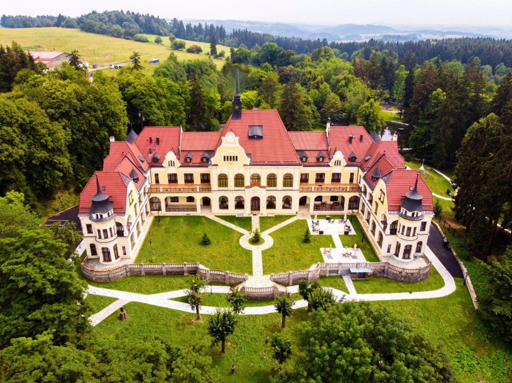 A bird's-eye view of Rubezahl-Marienbad Luxury Historical Castle Hotel & Golf-Castle Hotel Collection