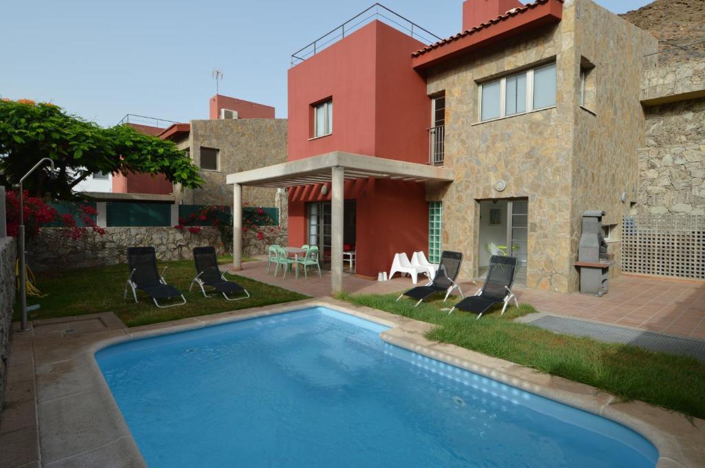 Carlos Villa (Spanje La Playa de Tauro) - Booking.com