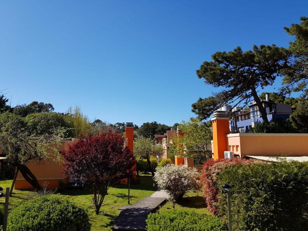 Un jardín fuera de Complejo Viva Zapata