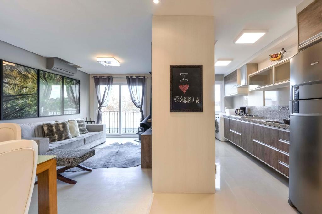 A cozinha ou cozinha compacta de Centro de Canela Apartamento Lindo