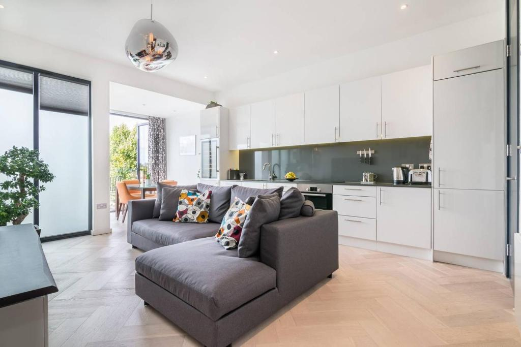 Apartment Beautiful modern 2 bedroom flat in Putney, London ...