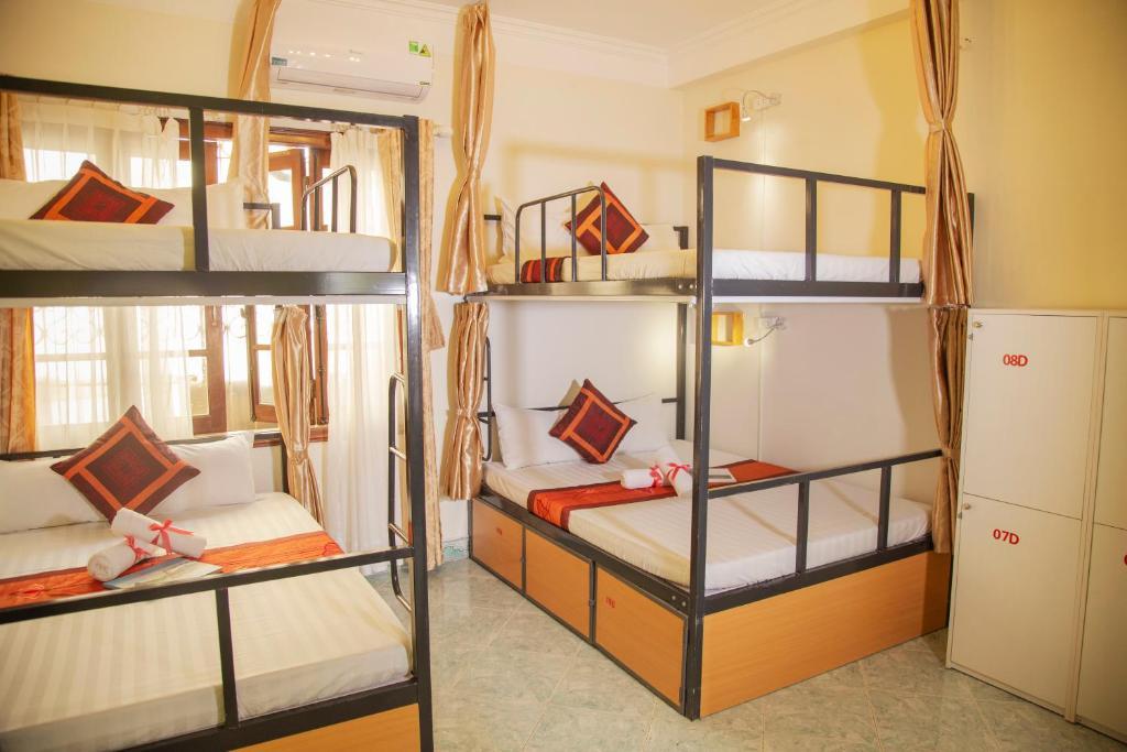 Giường Đôi trong Phòng ngủ Tập thể cho cả Nam và Nữ