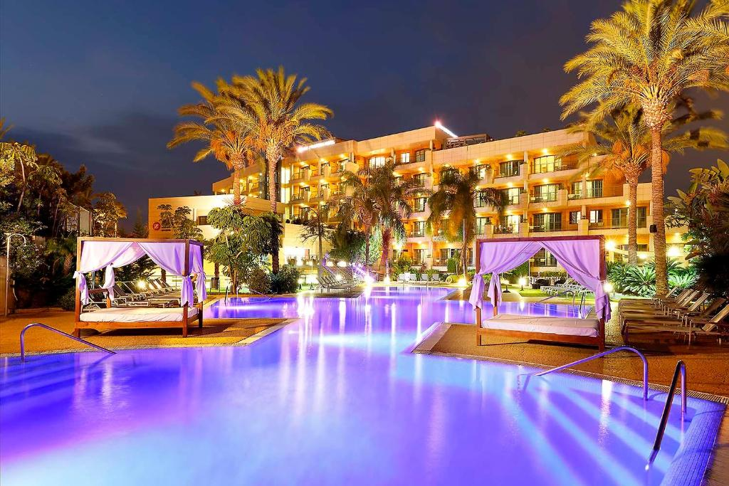 The swimming pool at or close to Exe Estepona Thalasso & Spa- Adults Only