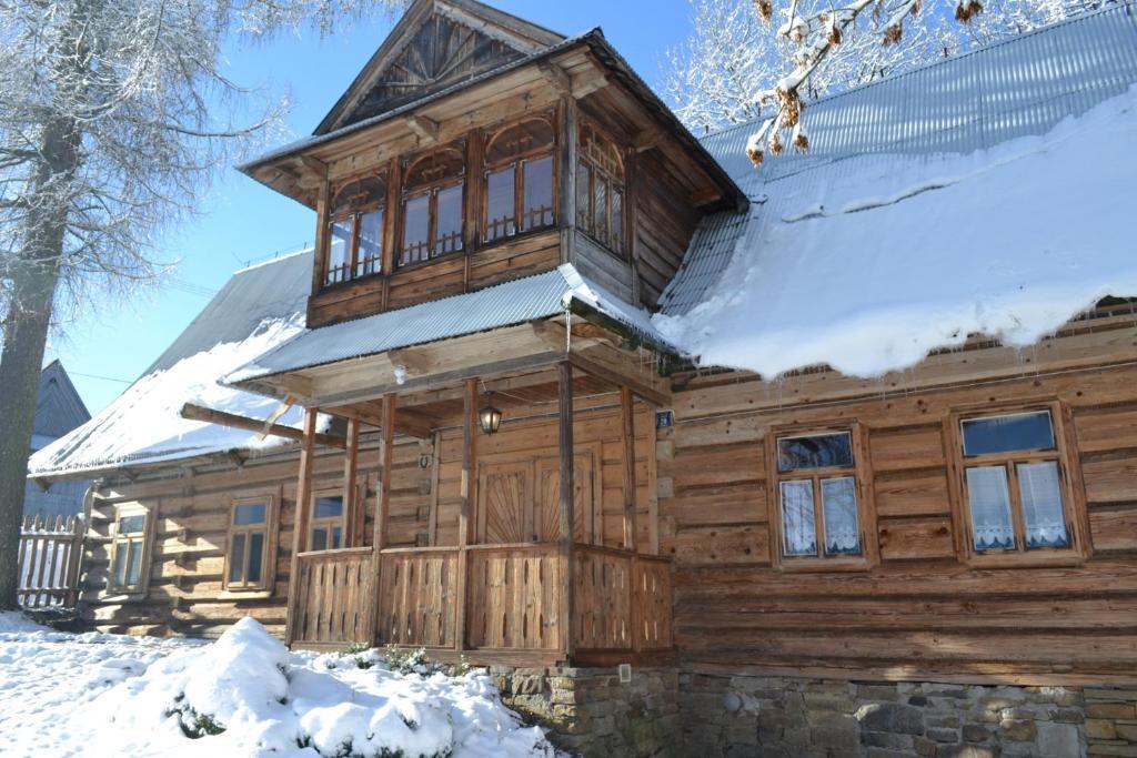 Village Lodge Sierockie during the winter