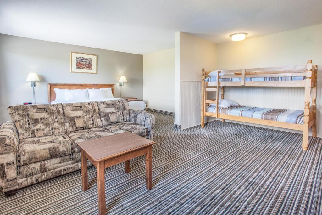 A bunk bed or bunk beds in a room at Super 8 by Wyndham Truro NS