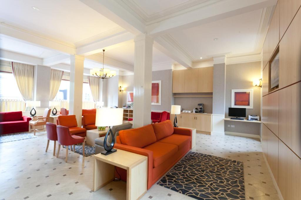 A seating area at Skene House Hotels - Rosemount