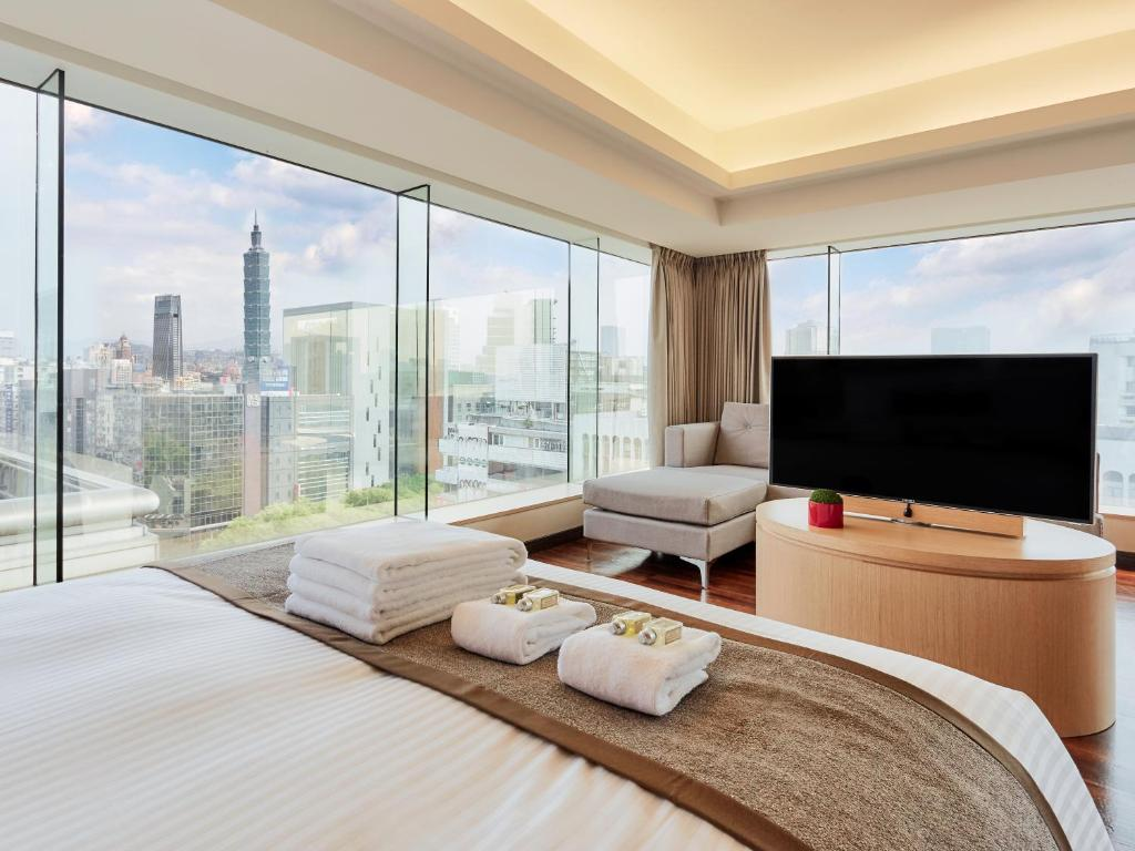 A television and/or entertainment center at Eastin Taipei Hotel