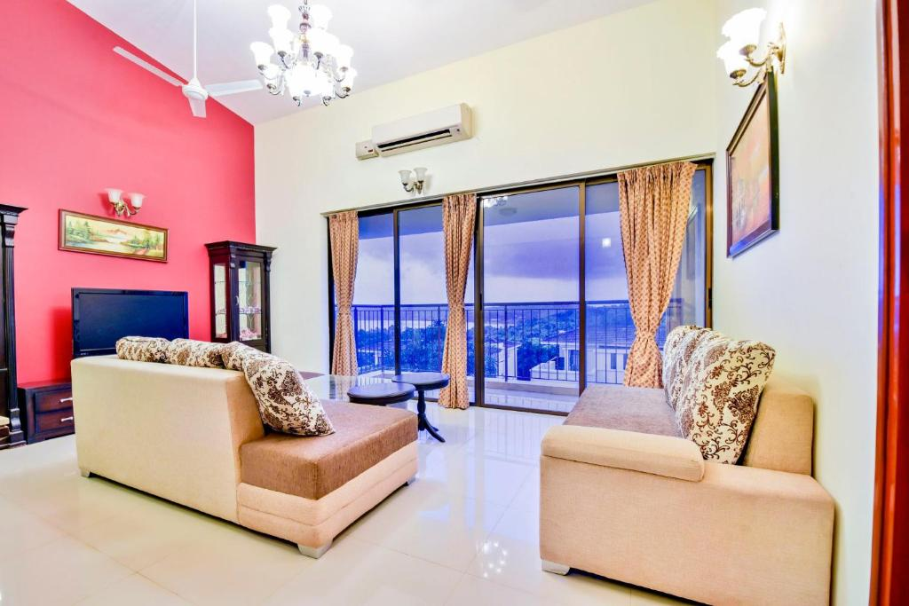 A seating area at Luxurious 3 BHK for 9 with a beautiful river view