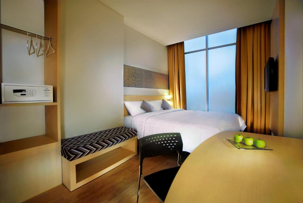 A bed or beds in a room at Neo Hotel Melawai by ASTON