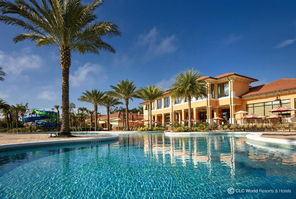 The swimming pool at or close to CLC Regal Oaks Resort Vacation Townhomes