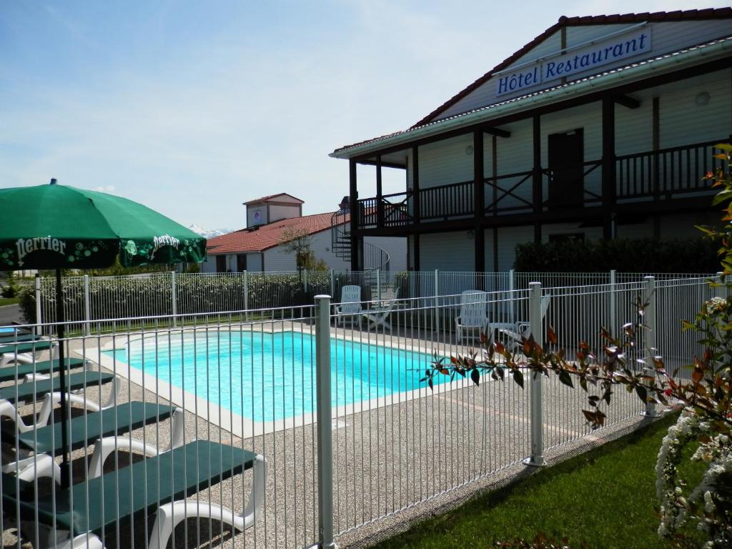 The swimming pool at or near L'Auberge Everhotel de Tarbes-Ibos
