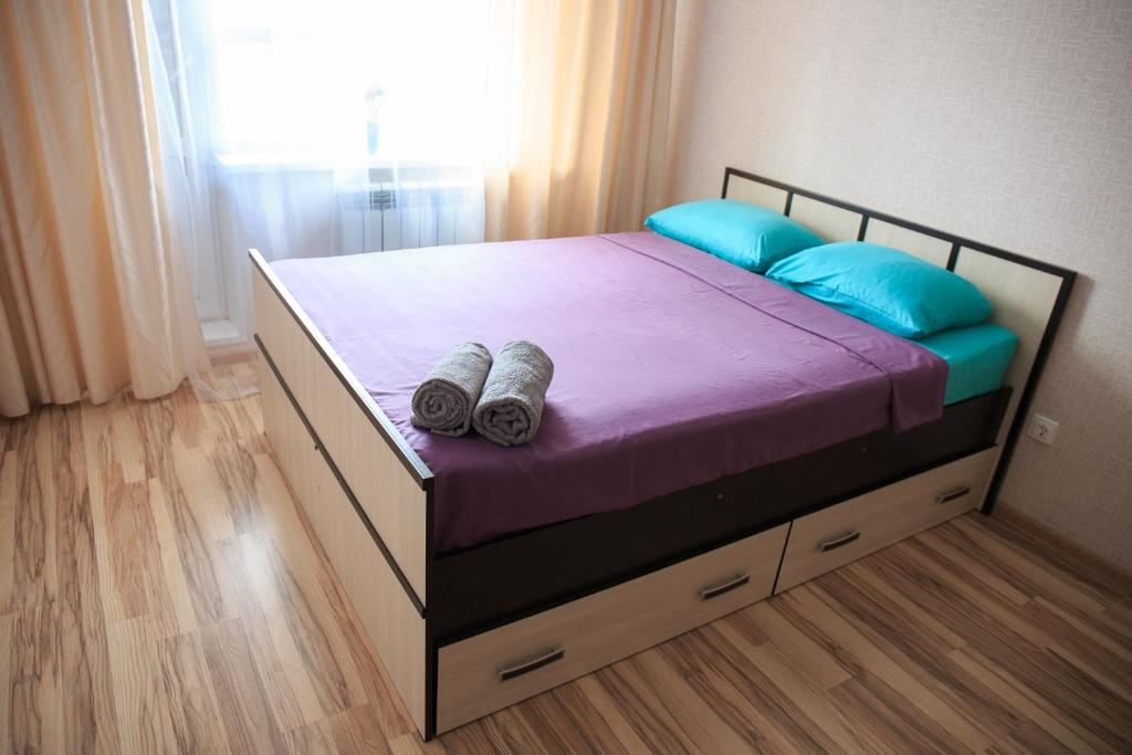 A bed or beds in a room at Karjala Home on Pervomaysky