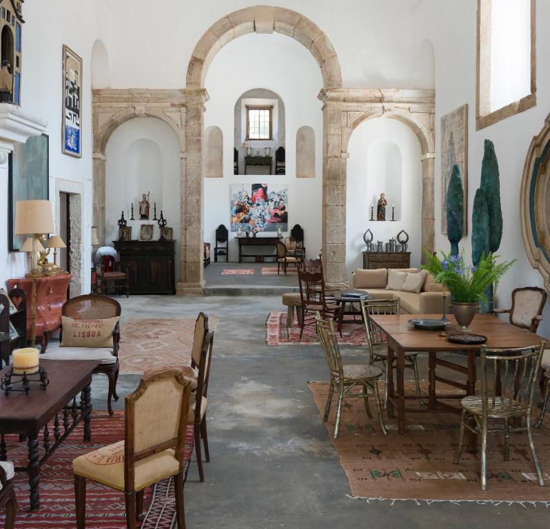 A restaurant or other place to eat at Convento Inn and Artists Residency