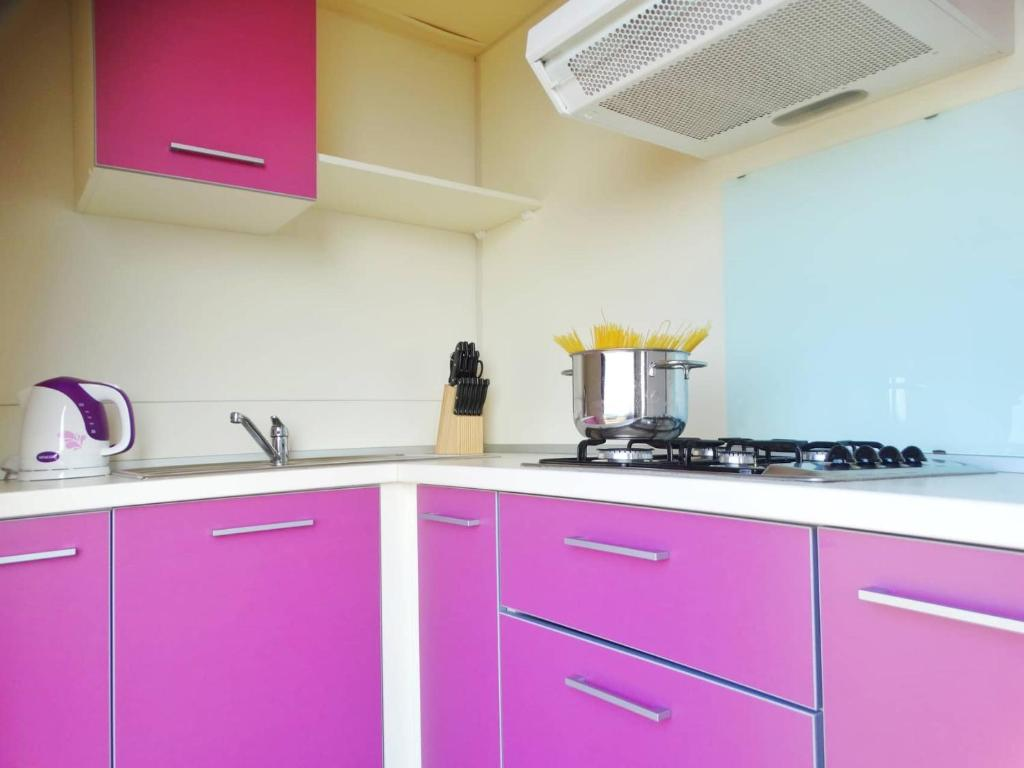 A kitchen or kitchenette at Mobile Home Amor
