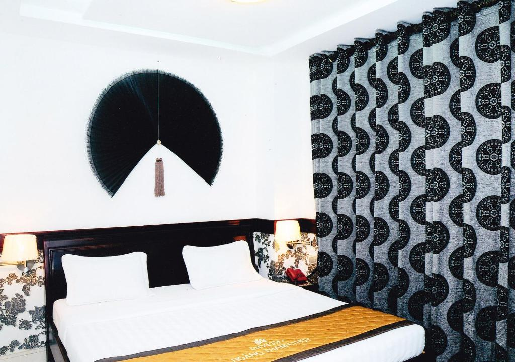 A bed or beds in a room at Hoang Thanh Thuy Hotel 2