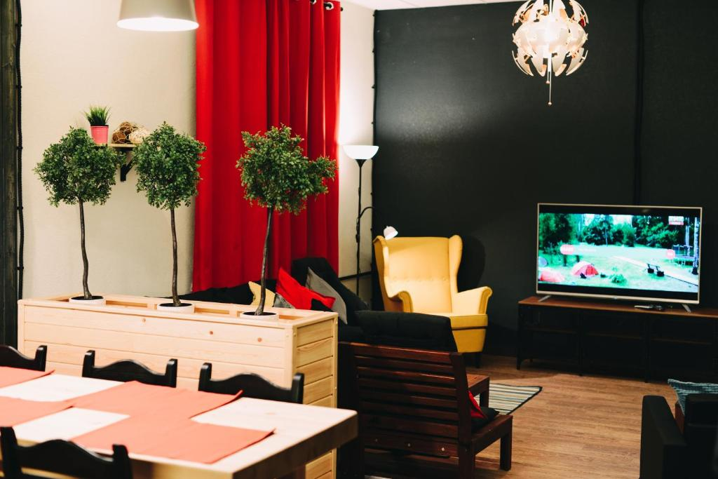 A television and/or entertainment center at Good Night rooms & hostel
