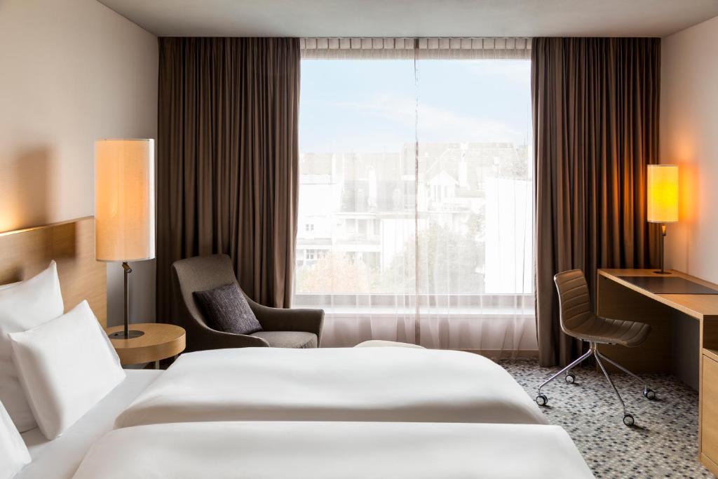 سرير أو أسرّة في غرفة في بولمان بازل أوروبا
