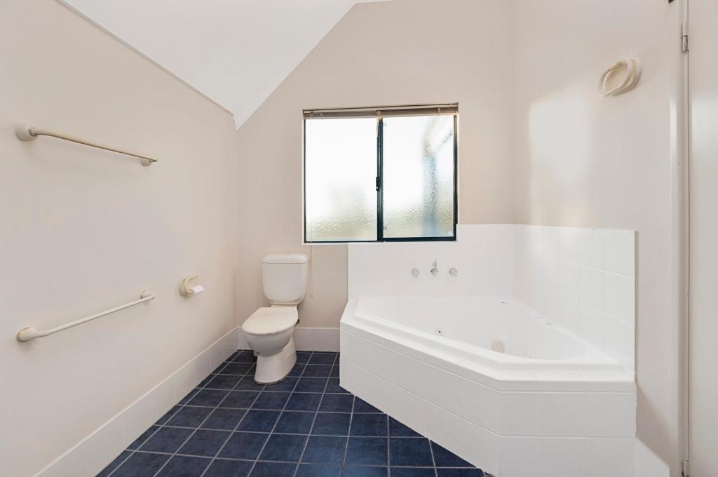 A bathroom at Ocean View Port Geographe