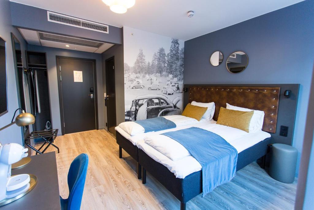 سرير أو أسرّة في غرفة في فندق فيرداندي أوسلو