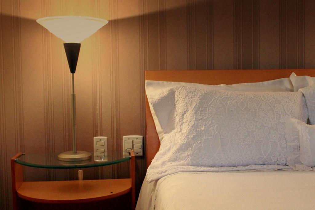 Cama ou camas em um quarto em Hotel Caiçara Itaperuna