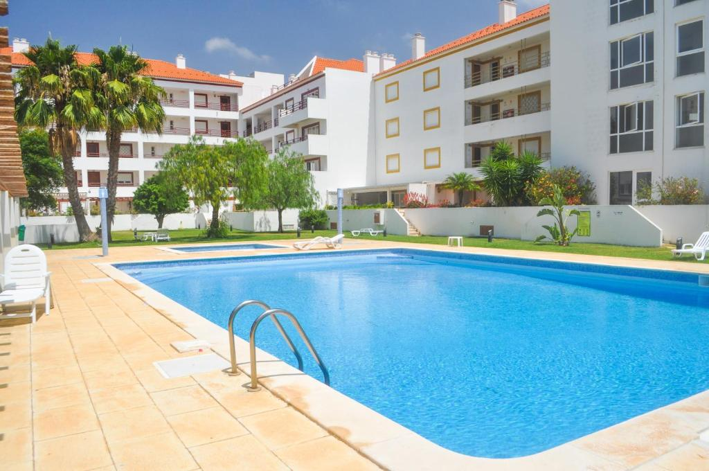 The swimming pool at or near Beach House in Vilamoura: Terrace+pool