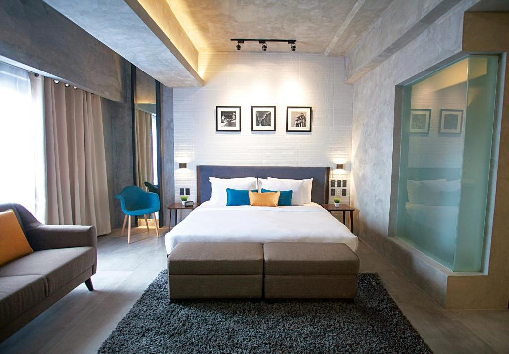 A bed or beds in a room at Upper Story Serviced Apartments