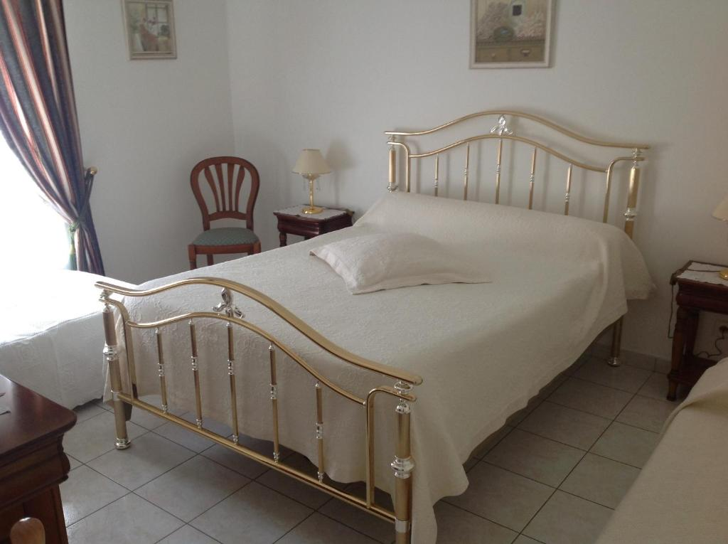 A bed or beds in a room at Maison Tobias