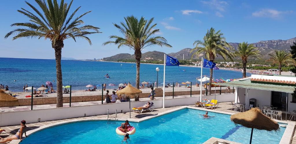 A view of the pool at Hotel Vistamar or nearby