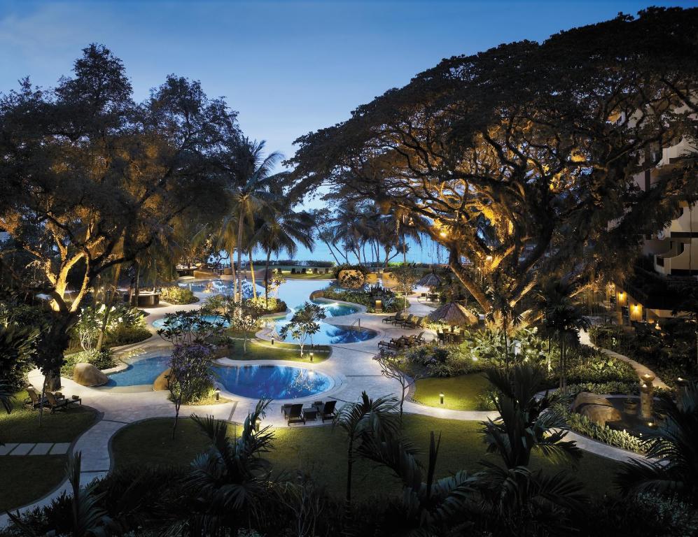 A view of the pool at Shangri-La's Rasa Sayang Resort & Spa, Penang or nearby