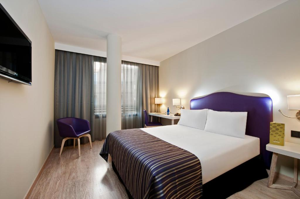 A bed or beds in a room at Exe Moncloa