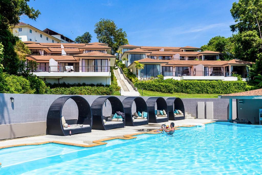Der Swimmingpool an oder in der Nähe von Asara Private Beach Resort