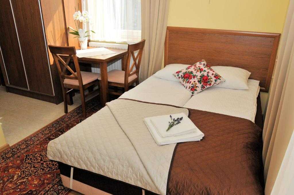Łóżko lub łóżka w pokoju w obiekcie Tylicki Zdrój